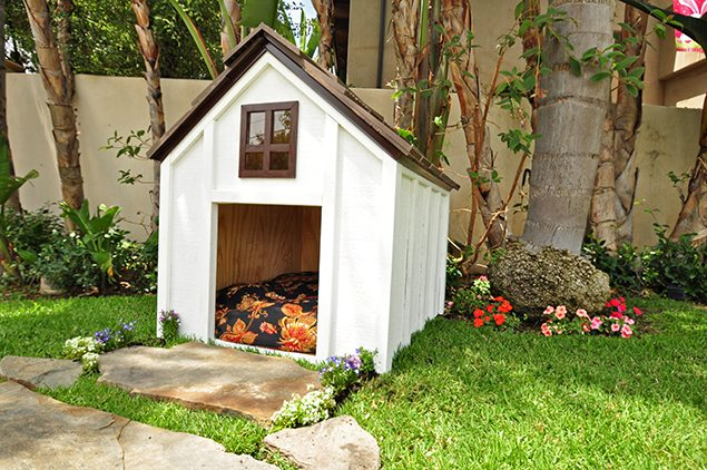 10 dog houses to make you jealous of your own dog s digs rh wideopenpets com backyard discovery large dog house Animated Dog House